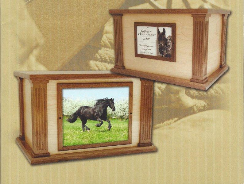 Horse & Equine Urns and Keepsake Jewlery | Noah\'s Pet Cemetery